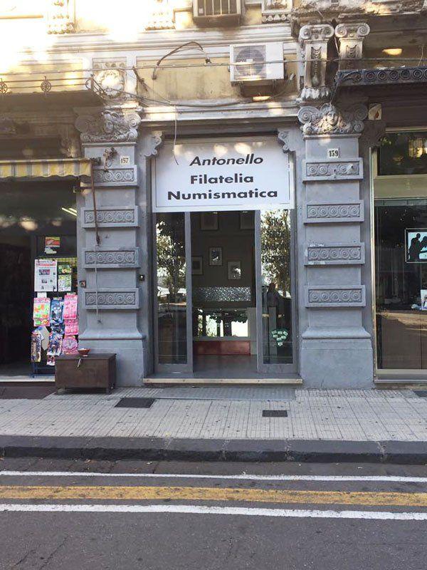 ANTONELLO FILATELIA NUMISMATICA vista dalla strada
