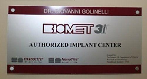 Insegna centro certificato per protesi odontoiatriche