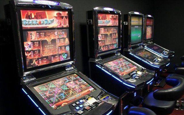 Quattro slot macchine