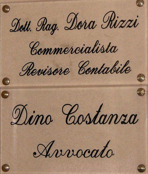 Insegna dello Studio Commerciale Legale Rizzi - Costanza a Bari