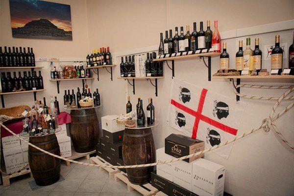 Bottiglie di vino all'alimentari