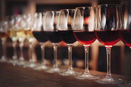 dei bicchieri di vino