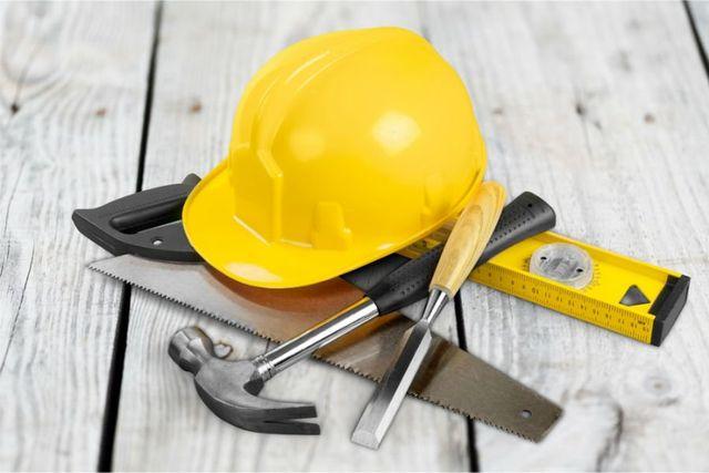 attrezzi da lavoro di un muratore