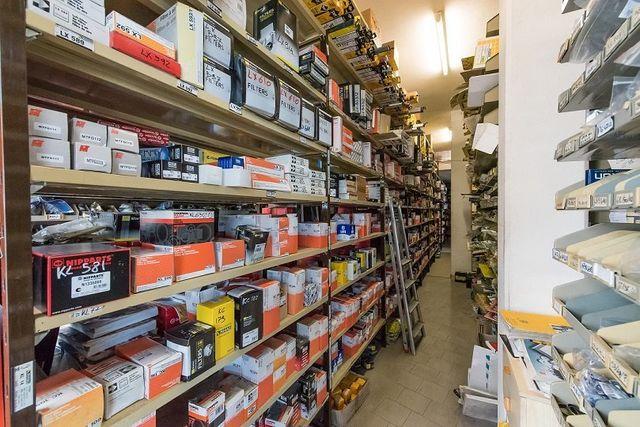 Ventilatori,filtri,cavi,chiavi inglesi.....tutto per l'automobile