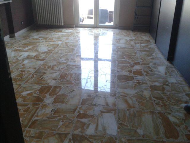 stanza con pavimento in marmo appena lucidato