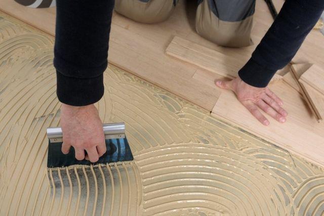 Worker adesivo applicato per parquet