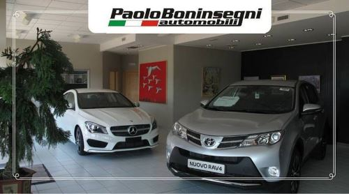 una Toyota Rav 4 grigia e una Mercedes bianca  nel concessionario Paolo Boninsegni  Automobili