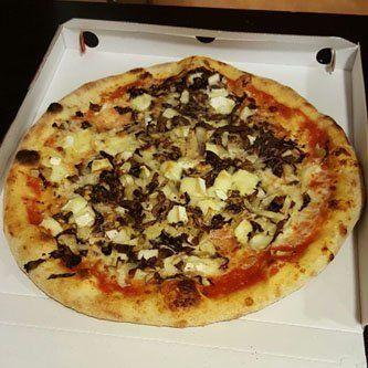 pizza con formaggio e radicchio