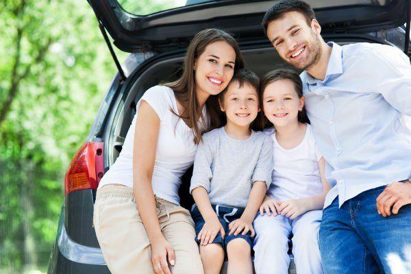Ritratto di famiglia in macchina