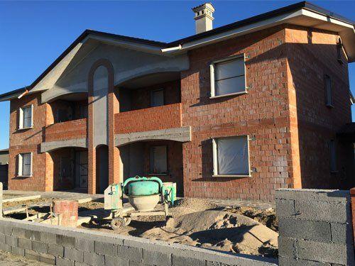 una casa in fase di costruzione