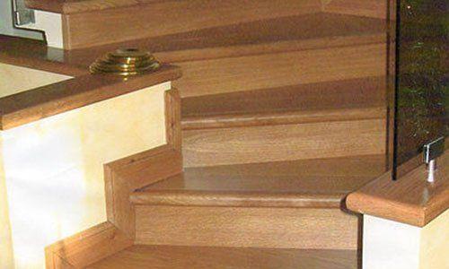 parquet scalini in legno, visuale ravvicinata