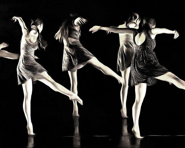 ragazze in bianco e nero che ballano