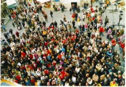 folla di persone vista dall'alto