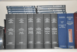 libri di diritto su scaffale