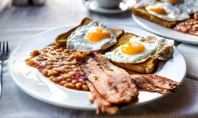 baked beans and bread with egg