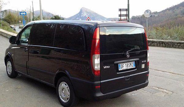 un monovolume Mercedes Vito per il noleggio con conducente a Cava De' Tirreni