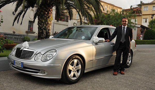 Auto Mercedes a noleggio durante una cerimonia a Cava De'Tirreni