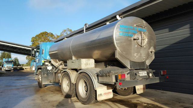 Domestic water delivery tank