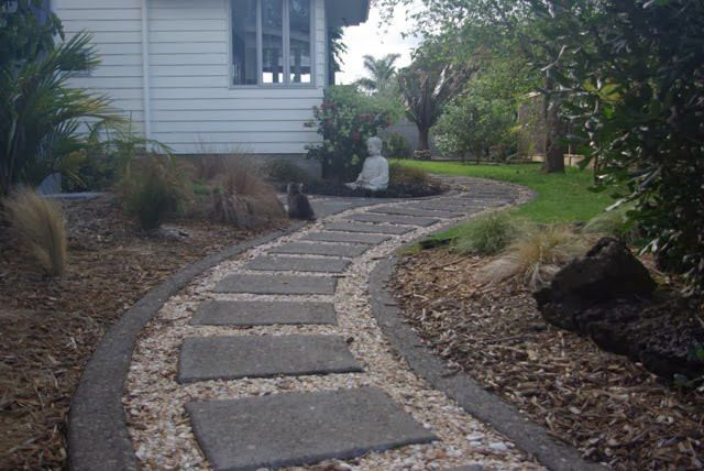 Laying concrete driveway in Auckland