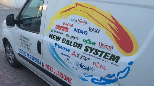 un furgone bianco con scritto New Calor System