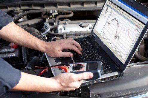 diagnosi elettronica con computer di un motore