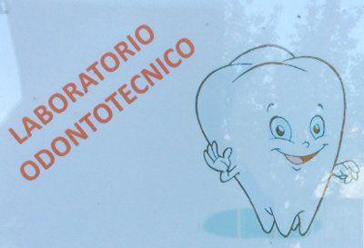 laboratorio odontotecnico logo