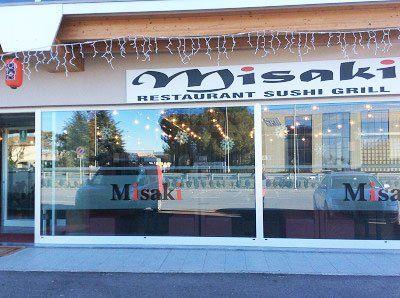 vista dall'esterno del Ristorante Misaki e delle vetrine