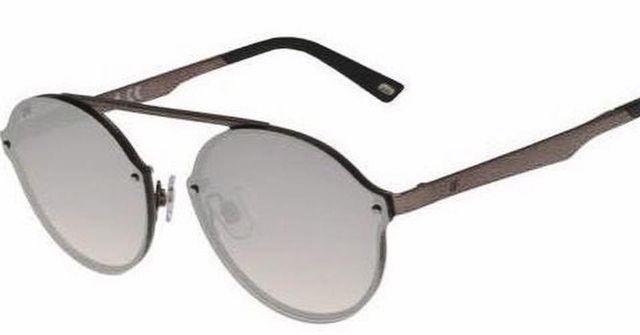 degli occhiali da sole tigrati