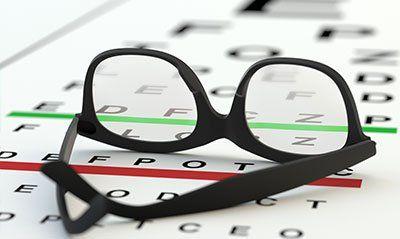 degli occhiali da vista