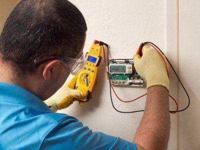 Controllando se la corrente elettrica giunge alla nuova sistemazione