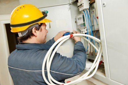 Completando l'installazione di un nuovo contatore elettrico