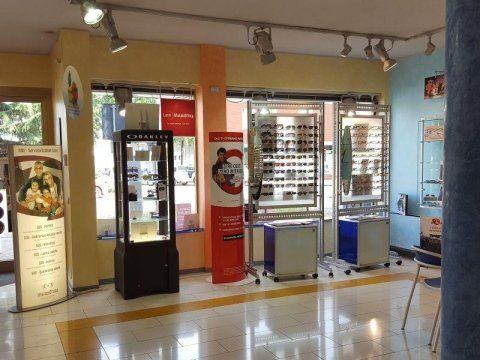 Interno di un negozio di ottica