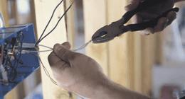 taglio di fili elettrici con pinze taglia cavi