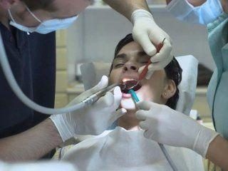 operazione chirurgica dal dentista