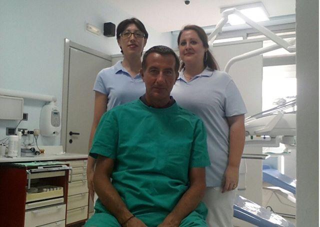apparecchio dentale rosa