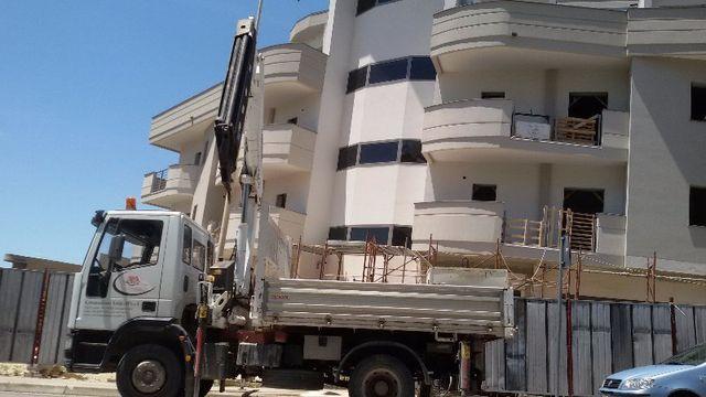 furgone con braccio meccanico