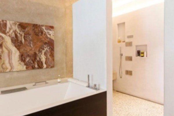bagno con vasca in muratura