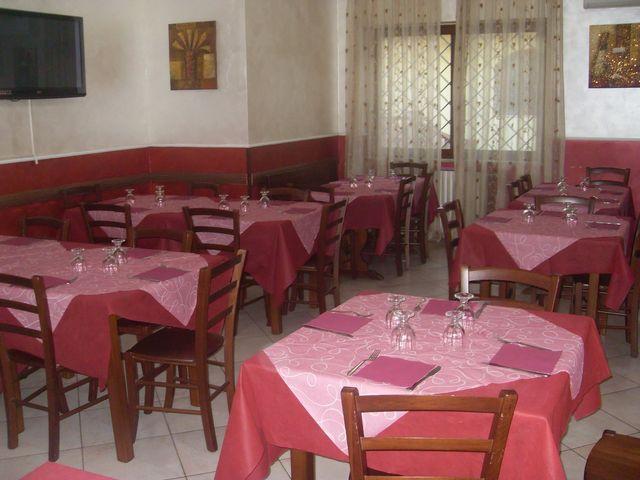 sala del ristorante apparecchiata