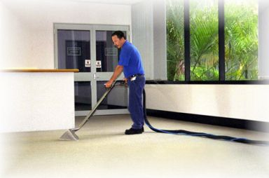 Expert providing commercial carpet cleaning in Cincinnati, OH