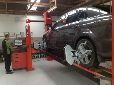 A wheel alignment expert in Whangarei. Northland.  Using Hunter wheel alignment equipment