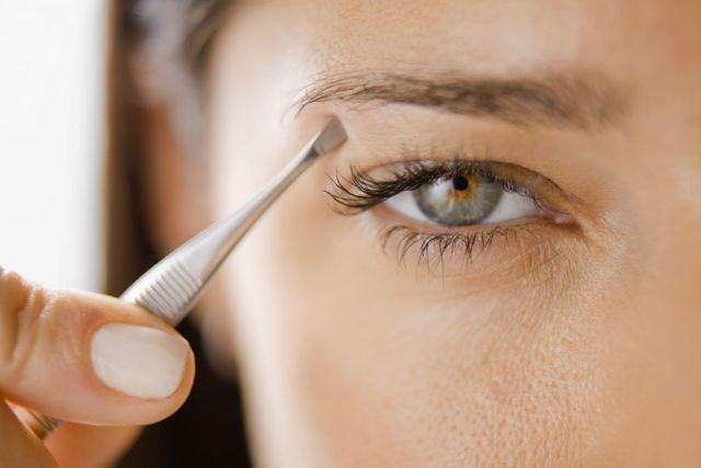 Eye receiving beauty therapy in Wellington