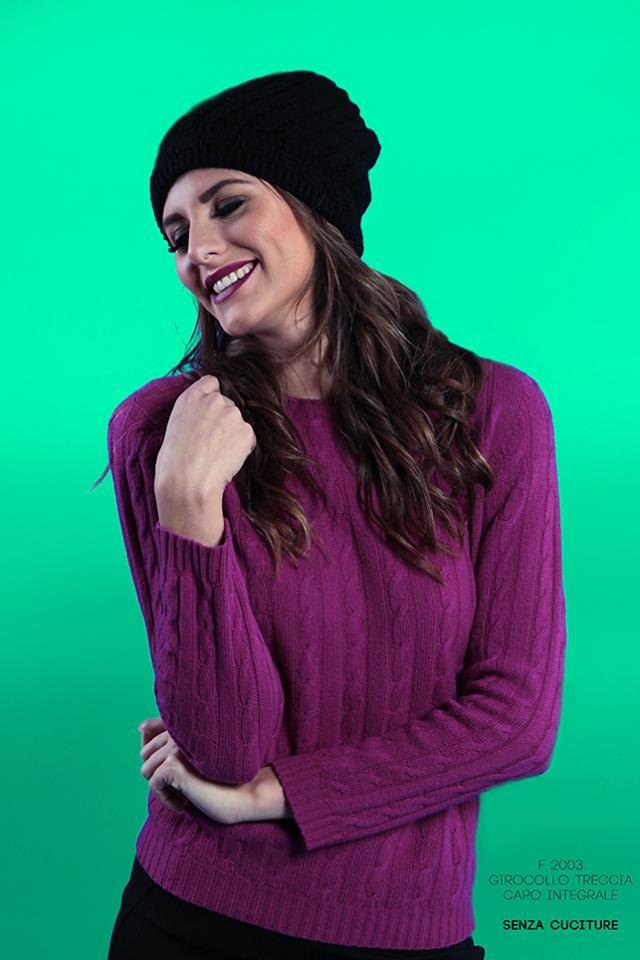delle giacche di pelle color rosa da donna