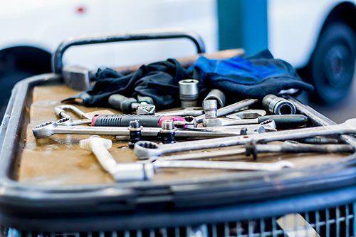 utensili per riparazioni meccaniche