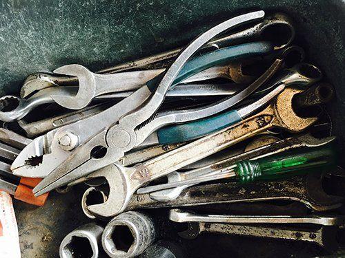 chiavi inglesi e attrezzi da meccanico
