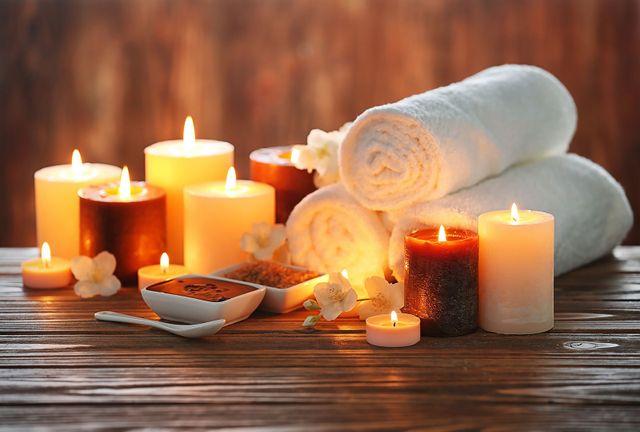 Asciugamani,vele,oli,sali,...tutto per un massaggio seguito da bagno