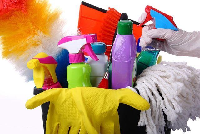 guanti e detergenti