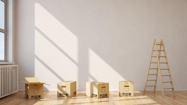 scatoloni e una scaletta in legno