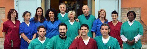 foto di gruppo di tutto lo staff medico