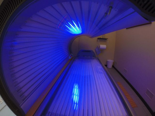 Il lettino solare Luxura X7 al centro estetico Club Oasis Tan a Porto Mantovano