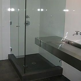 A new glass wall place by expert glazier Bob